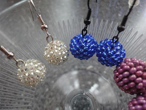 Modré blýskavé kouličky do oušek - malé