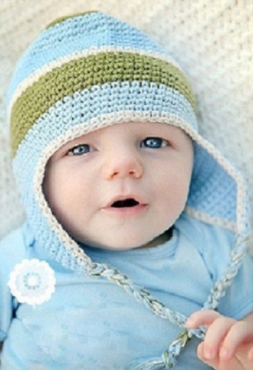 Chlapecká ušanka v modré s proužky