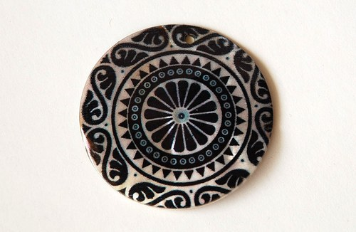 7910 černo-bílý ornament