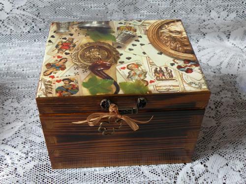 Krabička s vintage pánským motivem