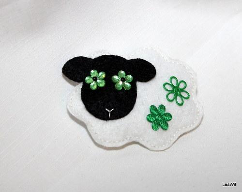 Ovečka zelenoočka - brožka filc
