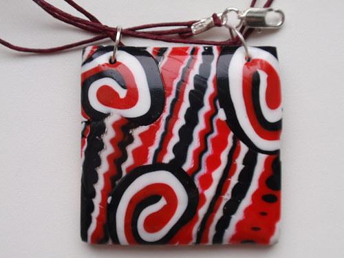 Červeno černo bílý náhrdelník