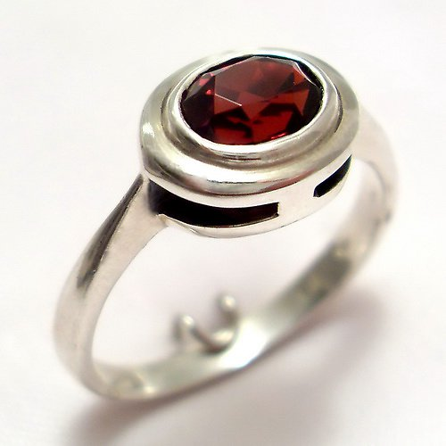 Prsten «Odraz» - stříbro 925/1000, granát