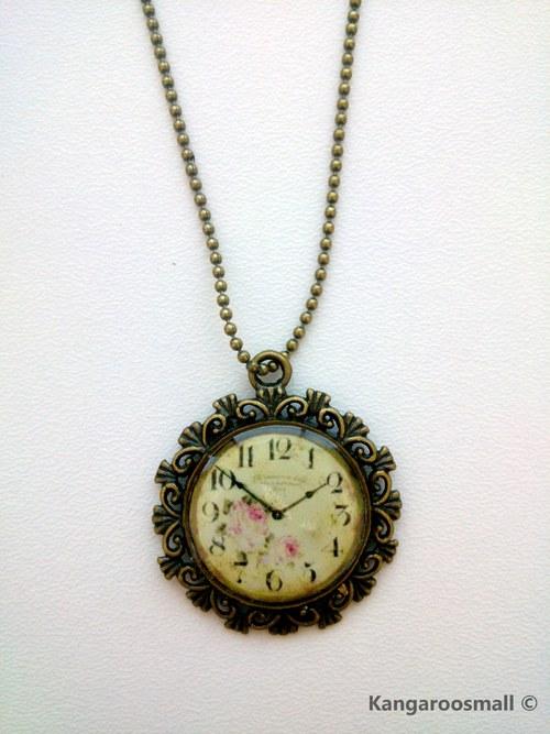 Hodiny s růžičkami - náhrdelník z křiš. pryskyřice