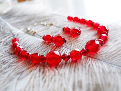 Červená elegantní sada