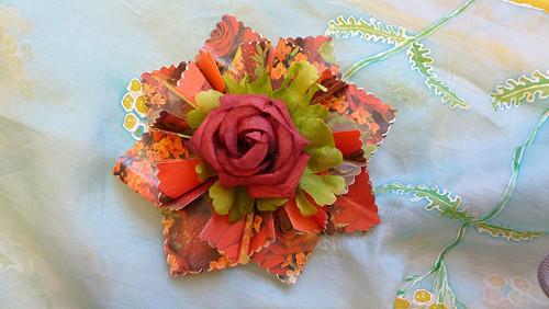 Červená kytička s růží