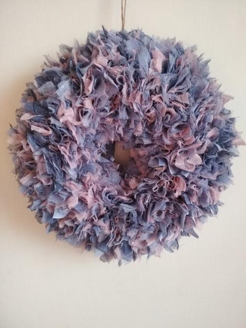 Látkový dekorační věnec fialovo/růžový