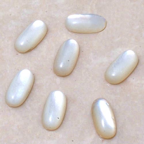 Perleť - oválný kabošon menší