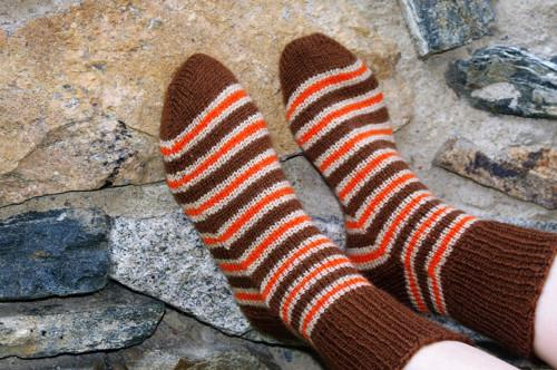 Babiččiny ponožky pruhované oranžovo-hnědé
