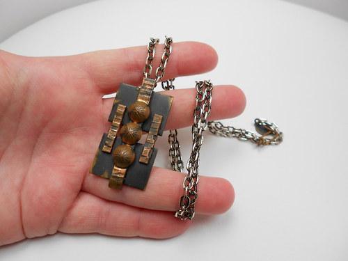 kovový náhrdelník