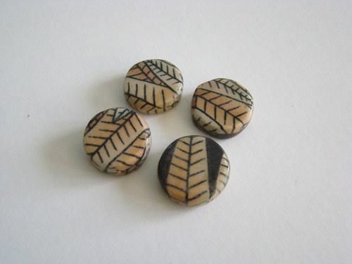 Korálek ze dřeva