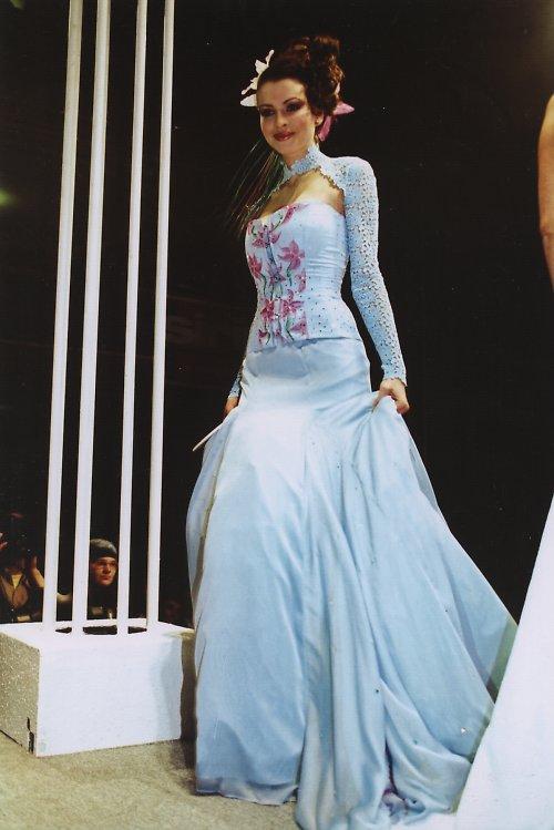 svatební šaty Bleděmodré