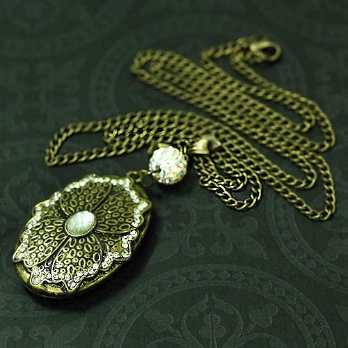 Náhrdelník s medailonkem a shamballa korálkem