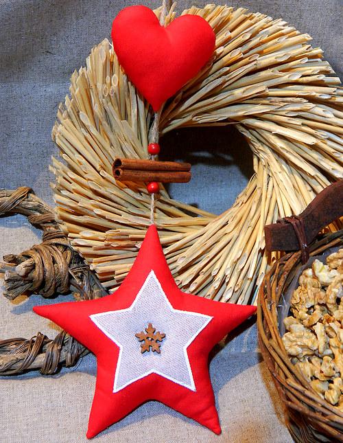 Staročeské Vánoce - závěsná hvězda se srdíčkem