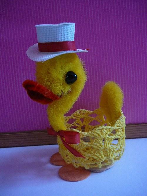 Velikonoční kačer s košíkem