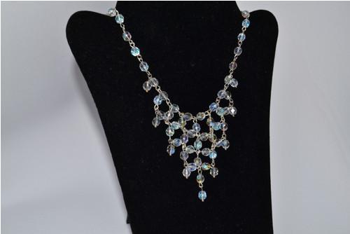 Korálkový náhrdelník z ohňovek s AB efektem