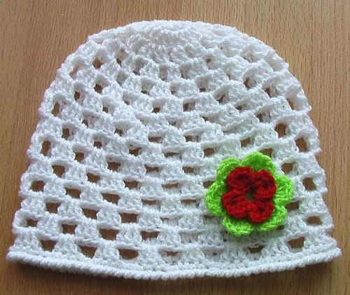 Čepička - bílá jarní 02 květ