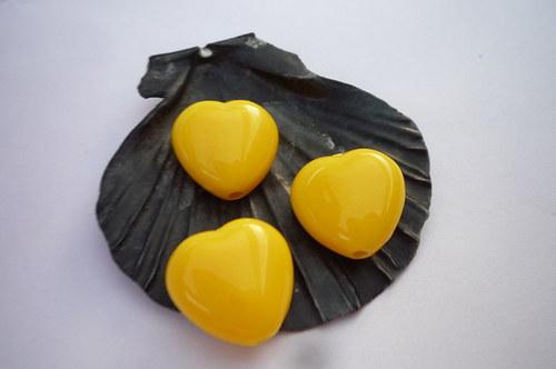 žlutá srdíčka 6  ks - 13 mm
