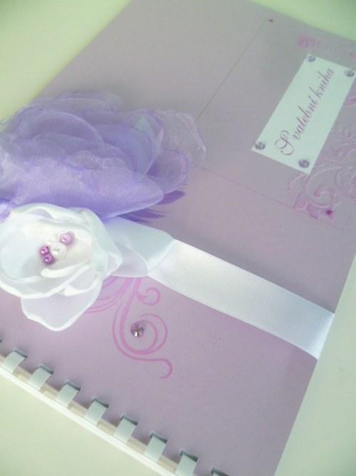 lila kniha hostů A4
