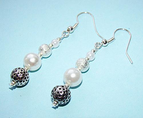 345. náušnice - perly a kovové korálky