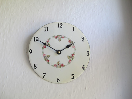 Smaltované hodiny střední kulaté 138