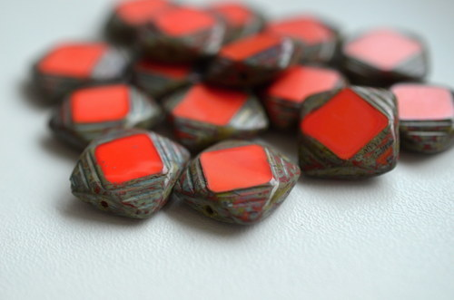 Ploškované čtverečky s travertinem, 15x15mm, 2ks
