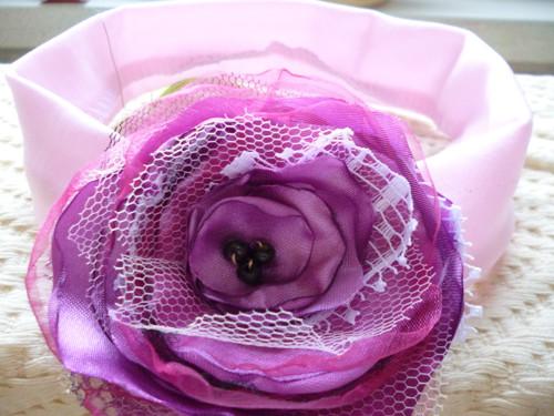 Dámská čelenka s textilním květem