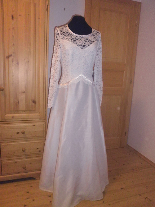 Jednoduché svatební šaty 82 - vel. 42