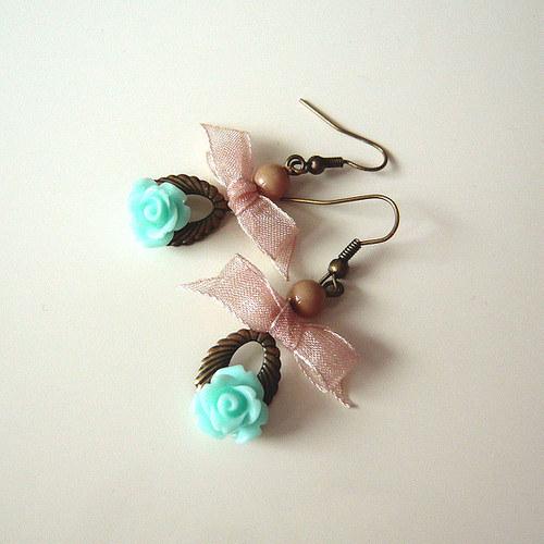 Náušničky vintage růžičky s mašlí