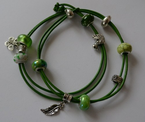náramek zelený s ptáčkem