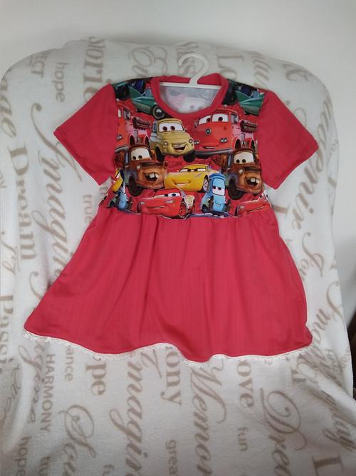 autíčkové šaty
