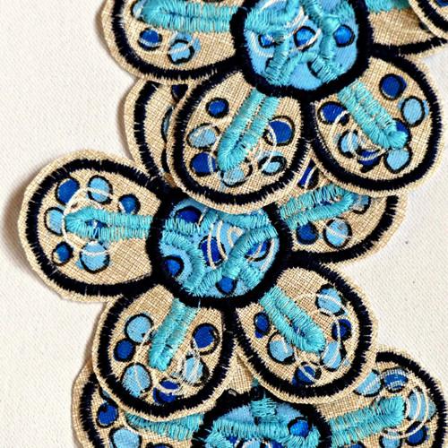 Květina, aplikace, nášivka - Kávová s modrou 8,5cm