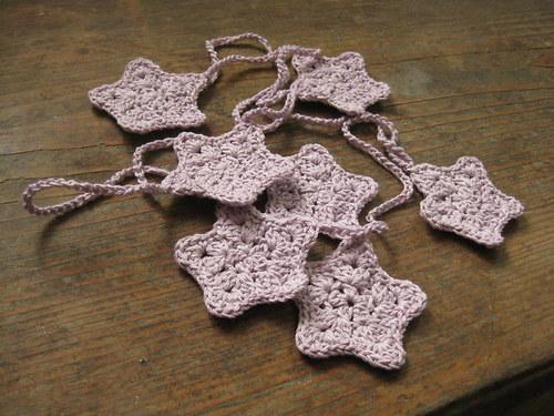 Vánoční girlanda - hvězdy v barvě lila