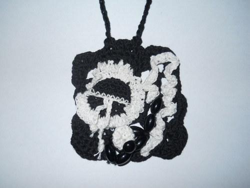 Šperk černý čtverec