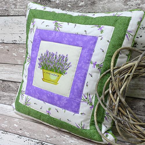 Levandulový patchwork polštářek č. 1 - 40 x 40 cm
