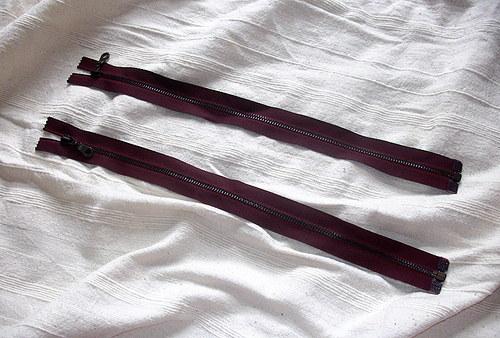 bordový zip 45cm