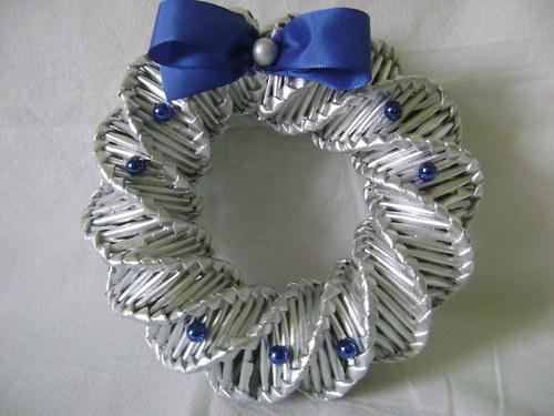 Věneček stříbrný s modrou dekorací