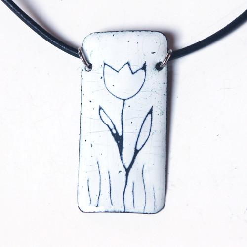Bílý tulipán - smaltovaný náhrdelník