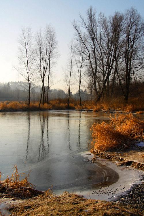 """Fotografie \""""Ranní slunce u řeky\"""""""