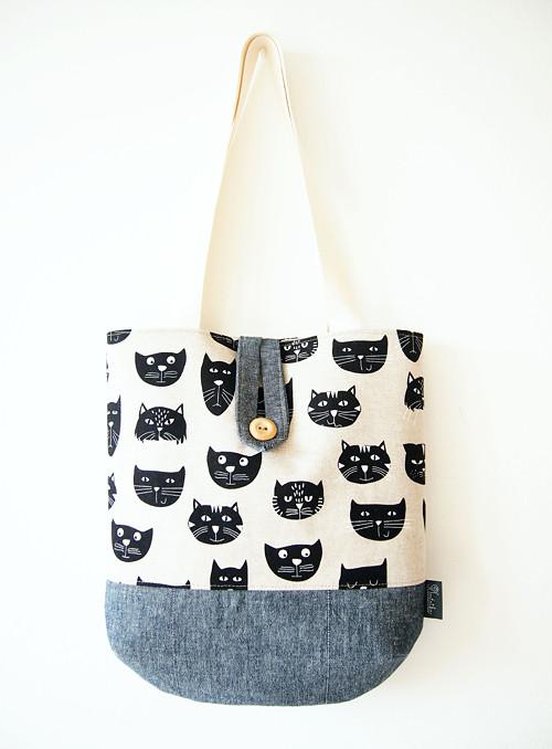 Veľká režná taška na plece - mačky so sivou