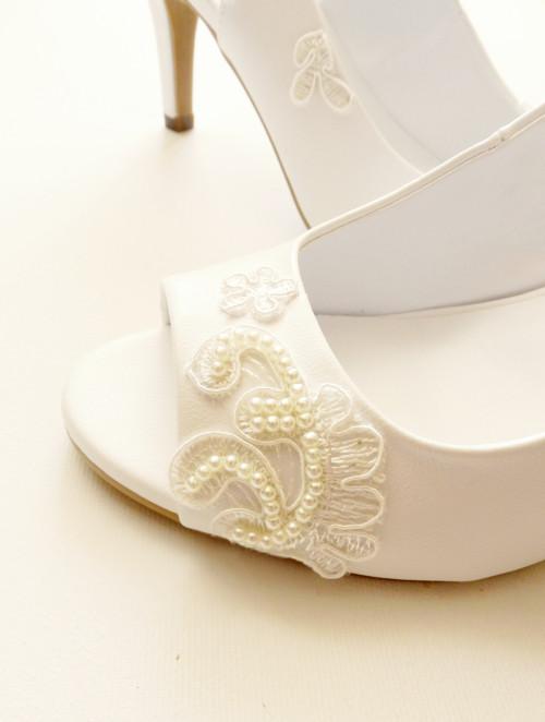 Svatební sandály s krajkou