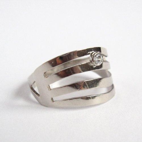 Řeka čaruje (prsten z bílého zlata)