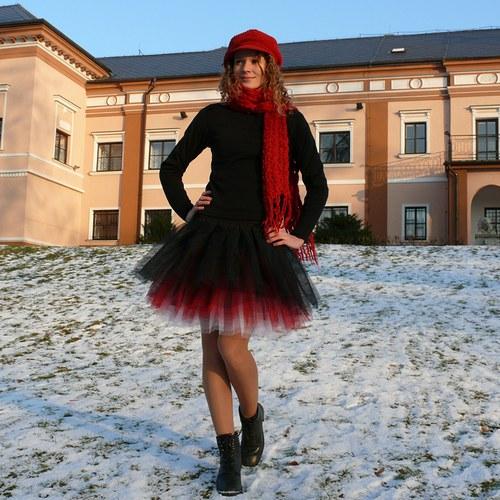 Černo-červeno-bílá tylová sukně