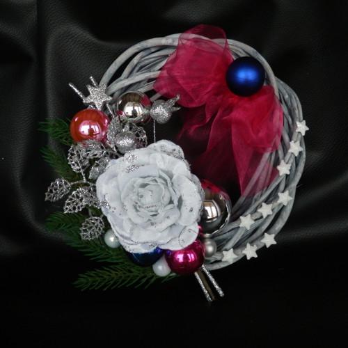 Vánoční věnec s růží