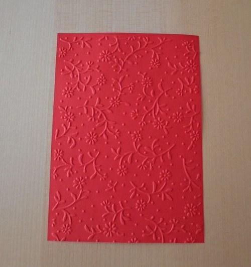 Embosovaná stránka A6 světle červená - kytičky 1ks