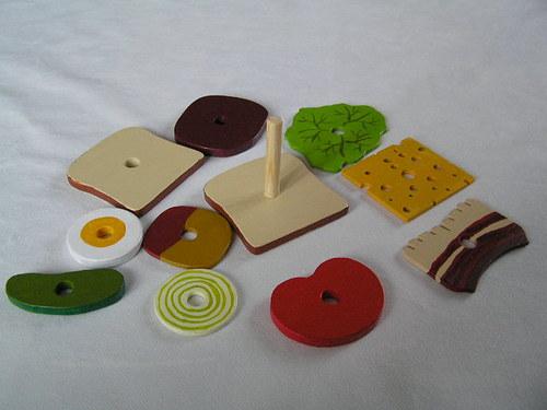 TOAST - dřevěná skládanka pro děti