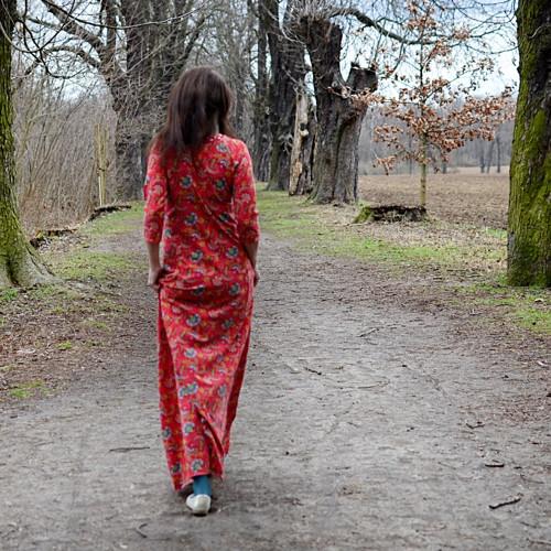 Procházka v aleji - červené MAXI ŠATY na míru.