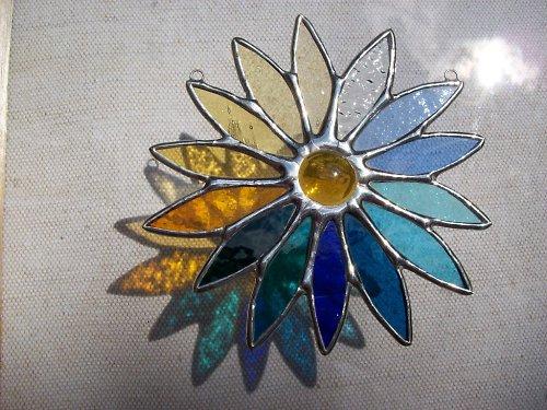 květina ve studených barvách