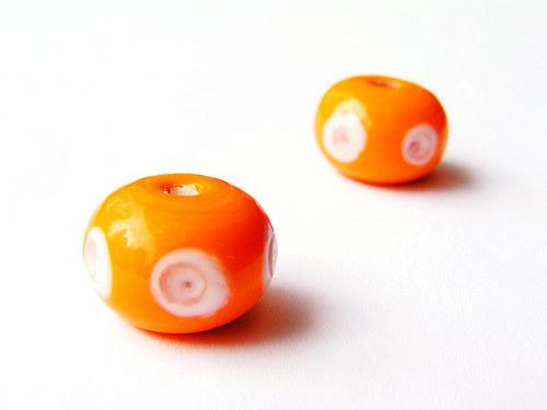Oranžový donut s bílými oky ((V157))