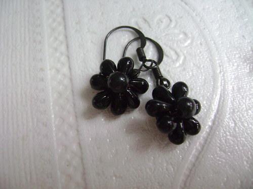 černá květinka